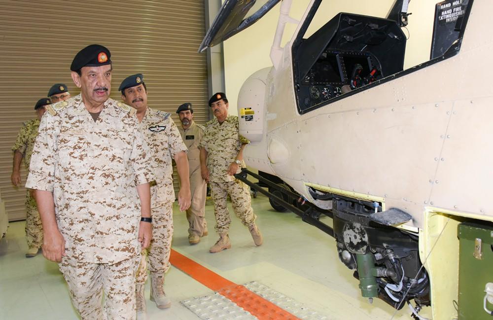 صاحب المعالي القائد العام يتفقد عددا من أسلحة ووحدات قوة دفاع