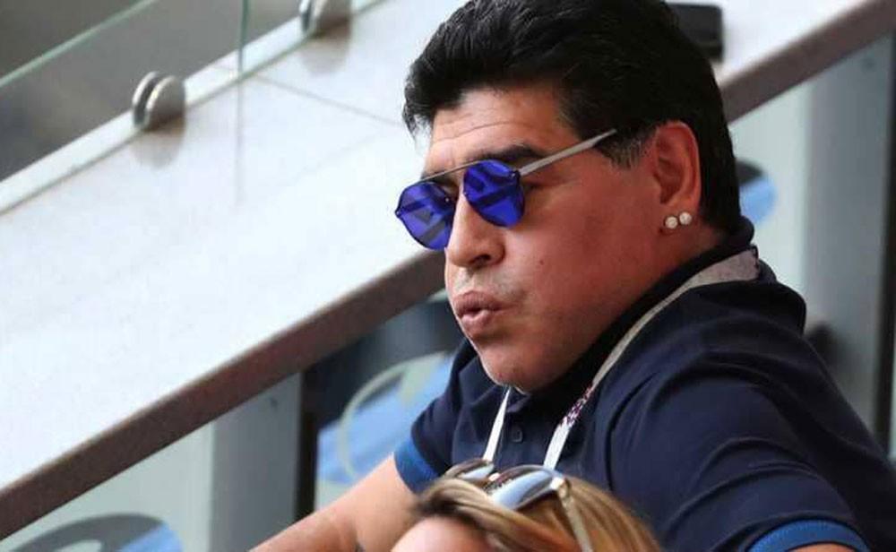 """مارادونا يفاجئ الجميع بـ""""قرار جديد"""""""