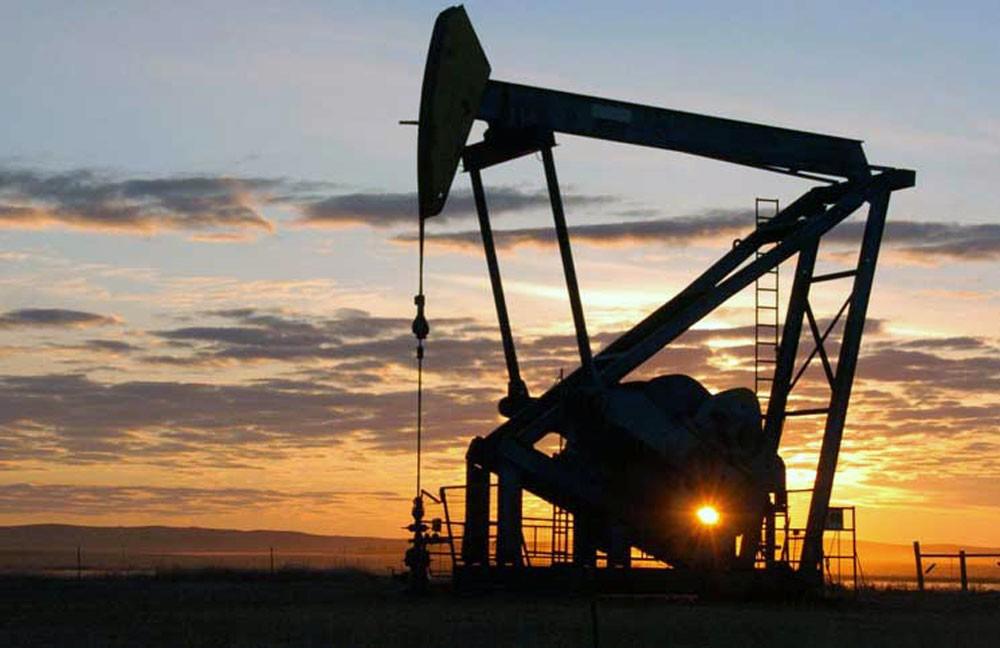 النفط مستقر مع هبوط مخزونات أميركا وسط توترات تجارية