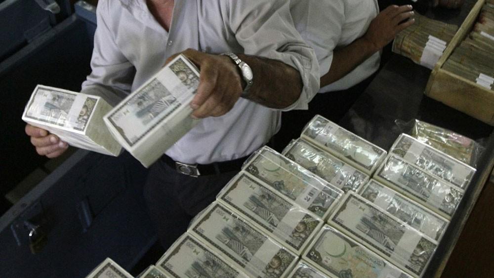 """3 آسيويين يعملون في """"برادة"""" يستولون على 300 ألف دينار"""