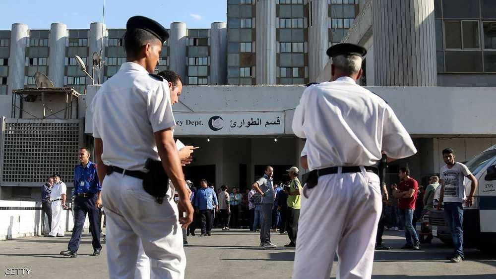 مصر تسلم جثماني السائح البريطاني وزوجته للسفارة