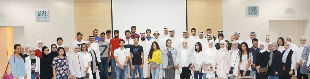 السفير الكويتي يتفقد احوال الطلبة الكويتيين  بجامعة الخليج العربي