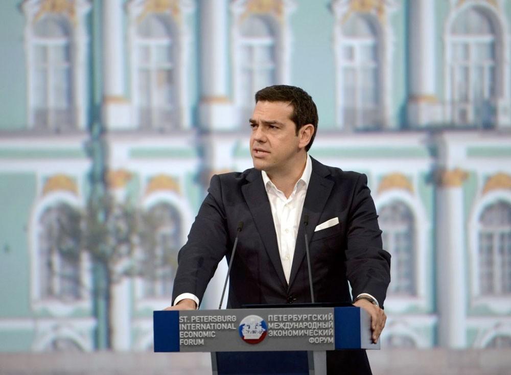 """تسيبراس يعد بـ""""ولادة جديدة"""" لليونان بعد عمليات الإنقاذ الدولية"""