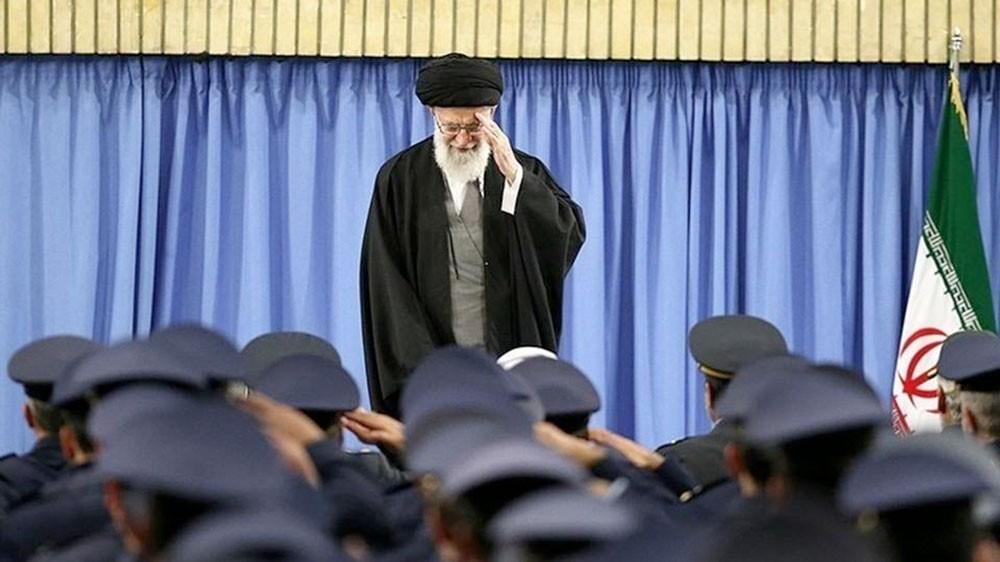 خامنئي يحثّ الجيش الإيراني على زيادة قدرته لترهيب العدو