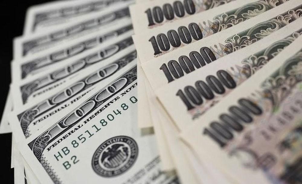 3 دول تبحث الاستغناء عن دون الدولار الأمريكي في المعاملات التجارية
