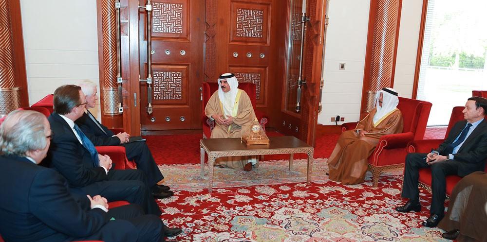 جلالة الملك المفدى يستقبل الرئيس والمدير التنفيذي لغرفة التجارة الأمريكية