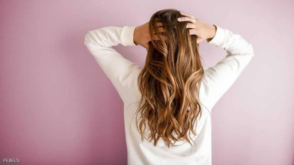 خبراء : طريقة غسل الشعر المعهودة خاطئة تماما