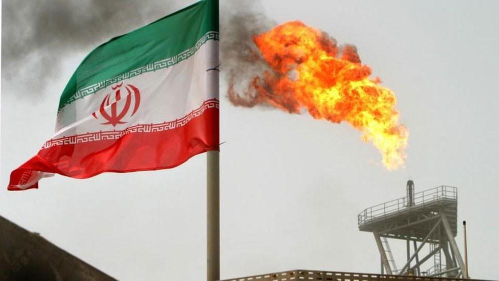 """إيران تتعهد برد استثمارات """"توتال"""" بعد انسحابها"""