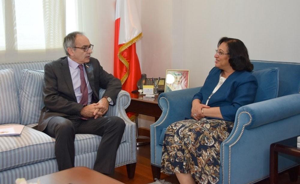 وزيرة الصحة والسفير البريطاني يبحثان التعاون الصحي بين البلدين