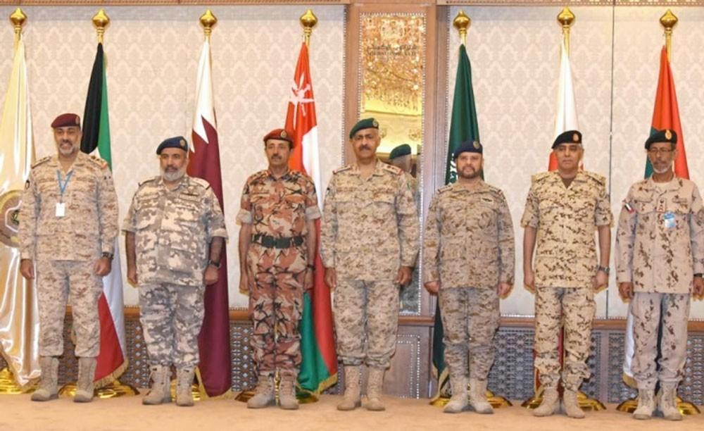 رئيس هيئة الأركان يترأس وفد  البحرين في إجتماعات اللجنة العسكرية العليا في دولة الكويت