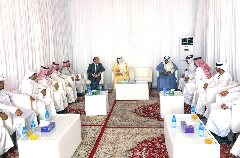 سمو محافظ الجنوبية يلتقي بمواطنين مدينة خليفة