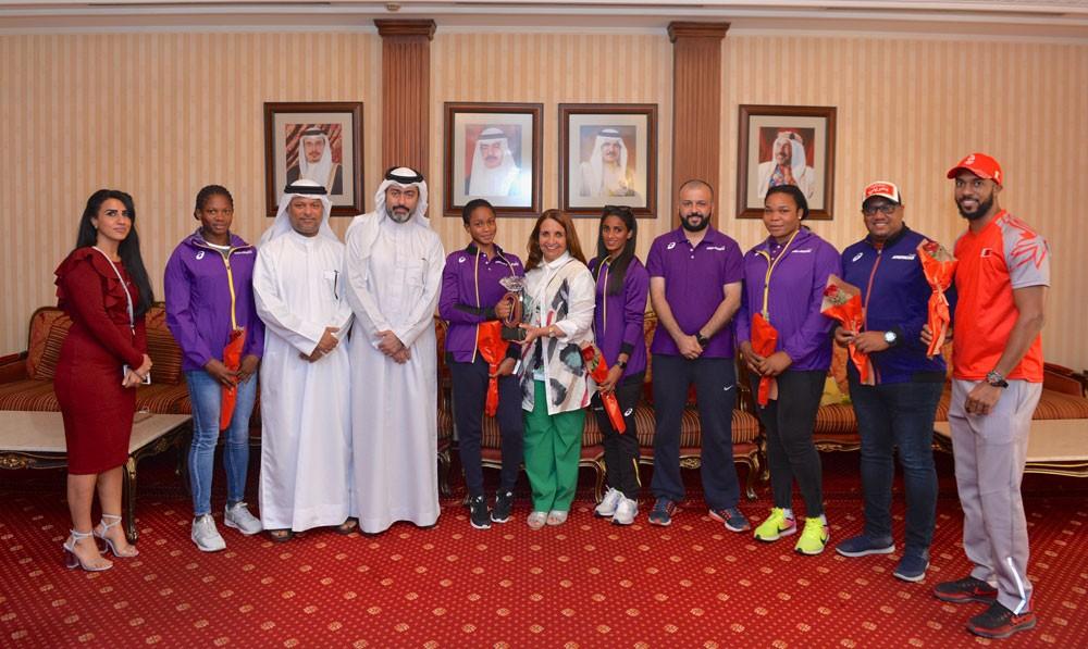 حياة بنت عبدالعزيز تستقبل ابطال ألعاب القوى وتشيد بإنجاز سلوى عيد