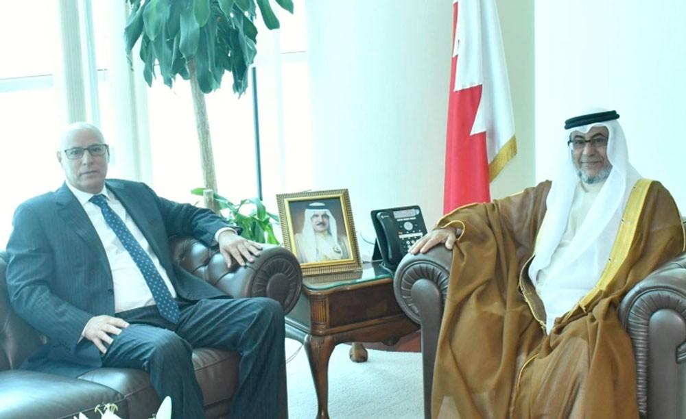 وزير شؤون المجلسين يستقبل السفير المغربي ويشيد بمستوى العلاقات بين البلدين