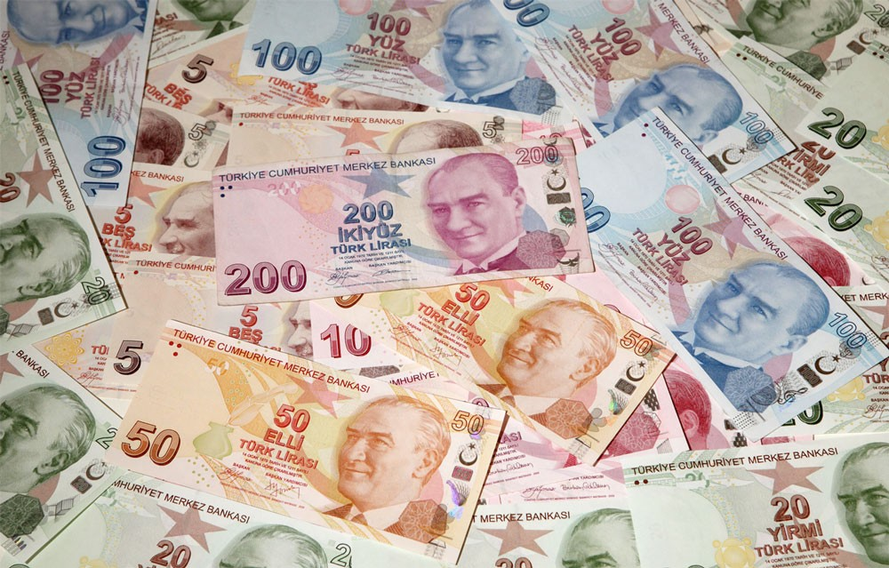 وكالة فيتش تخفض تصنيف أربعة مصارف تركية على خلفية مخاطر متزايدة