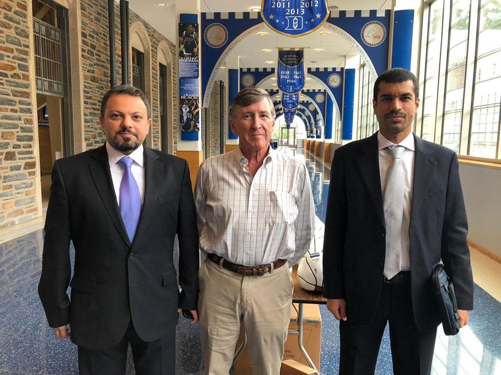 صقر بن سلمان يجتمع مع الرئيس التنفيذي الادارة الرياضية في جامعة دوك
