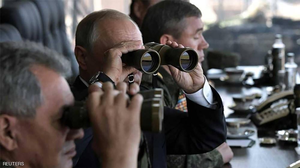 بوتن يتفقد المناورات الأضخم.. والعالم يراقب