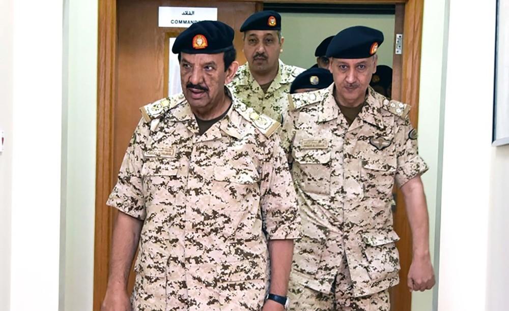 القائد العام لقوة دفاع البحرين يقوم بزيارة تفقدية لعدد من الوحدات