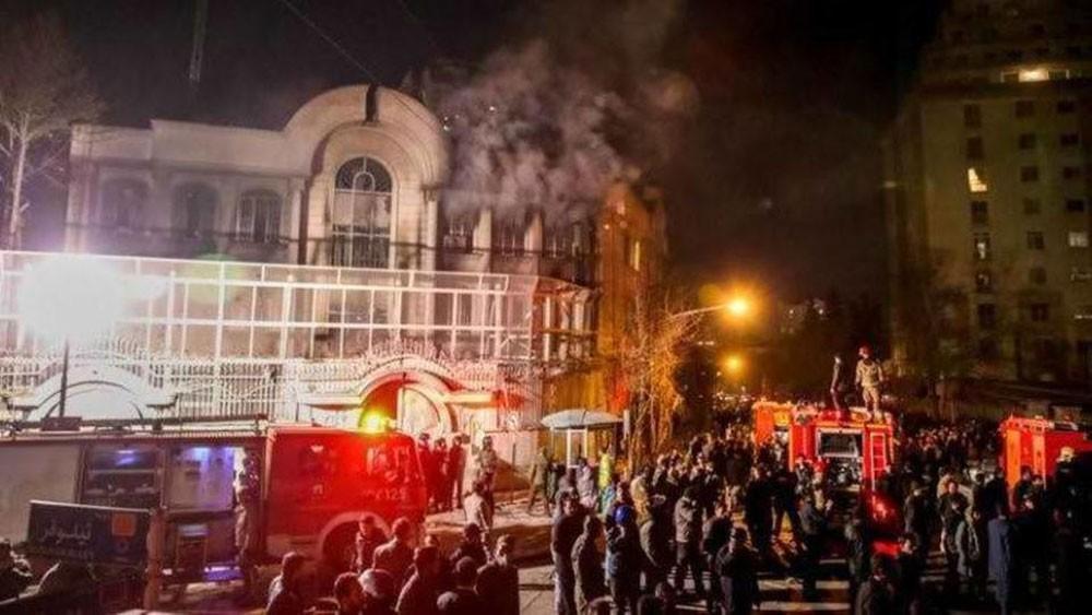 إيران تدين اقتحام قنصليتها.. ولا تحمي السفارات بطهران