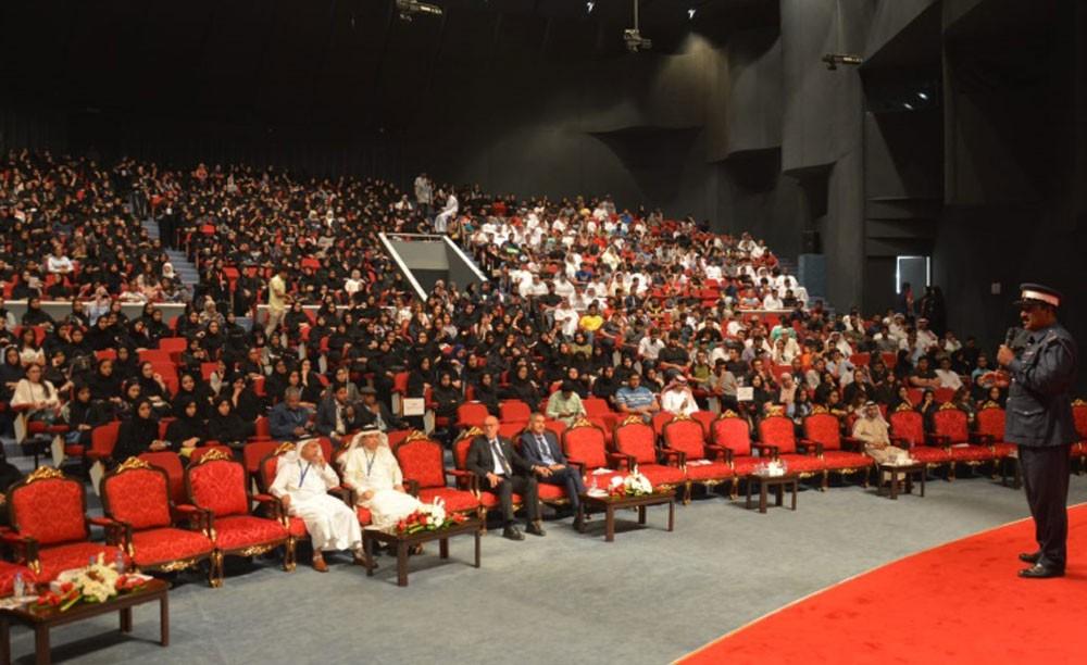 المرور تشارك بجهود توعوية في يوم التهيئة للطلاب الجدد بجامعة البحرين