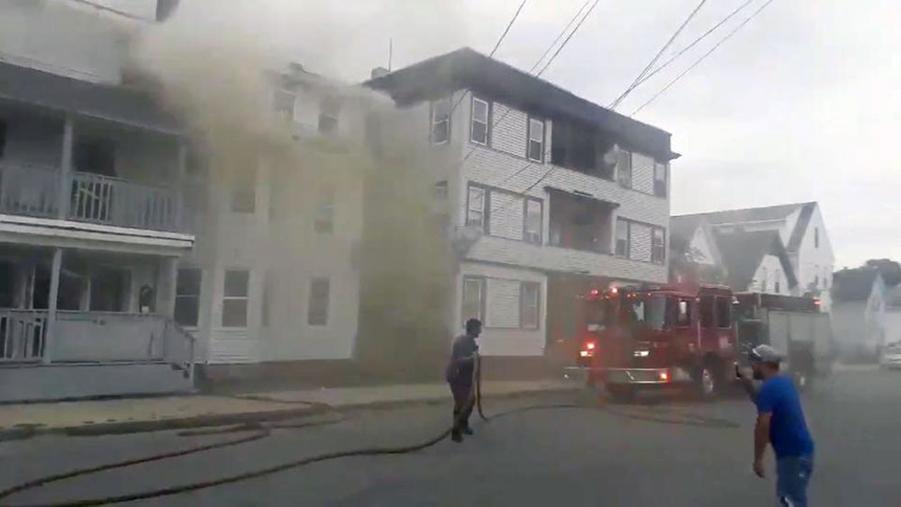 قتيل و12 مصاباً بسلسلة انفجارات غاز هزت ضواحي بوسطن