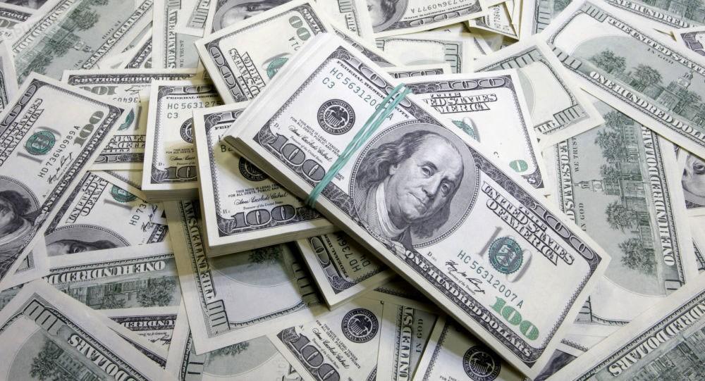 الدولار يرتفع ومستثمرون بانتظار اجتماع 3 بنوك مركزية