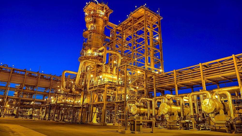 واشنطن: نعمل مع السعودية وروسيا لاستقرار أسعار النفط
