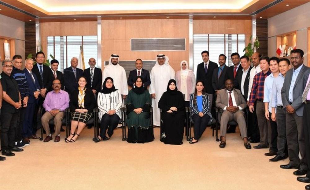 وزير الأشغال يستقبل القائمين على مشروع مدرسة الشيخة موزة بنت حمد