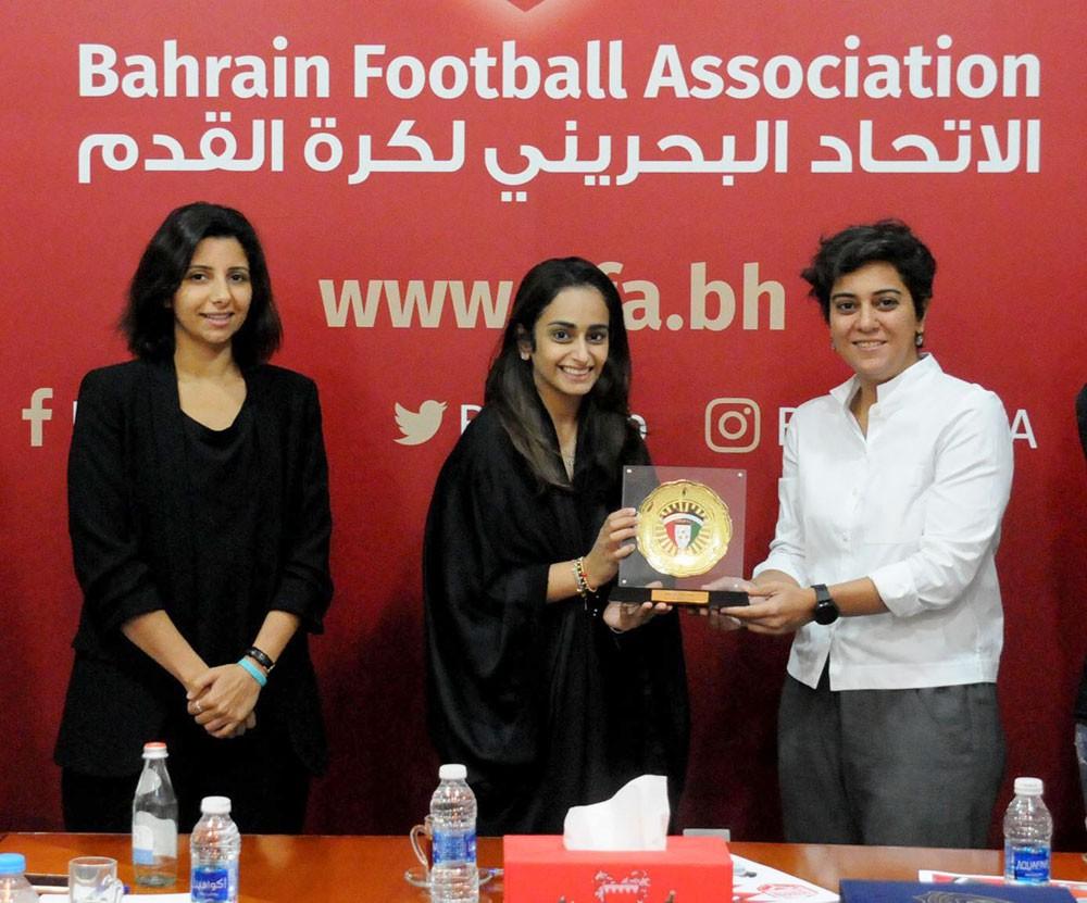 اللجنة النسائية بالاتحاد الكويتي تلتقي الأمين العام ورئيسة اللجنة النسائية باتحاد الكرة