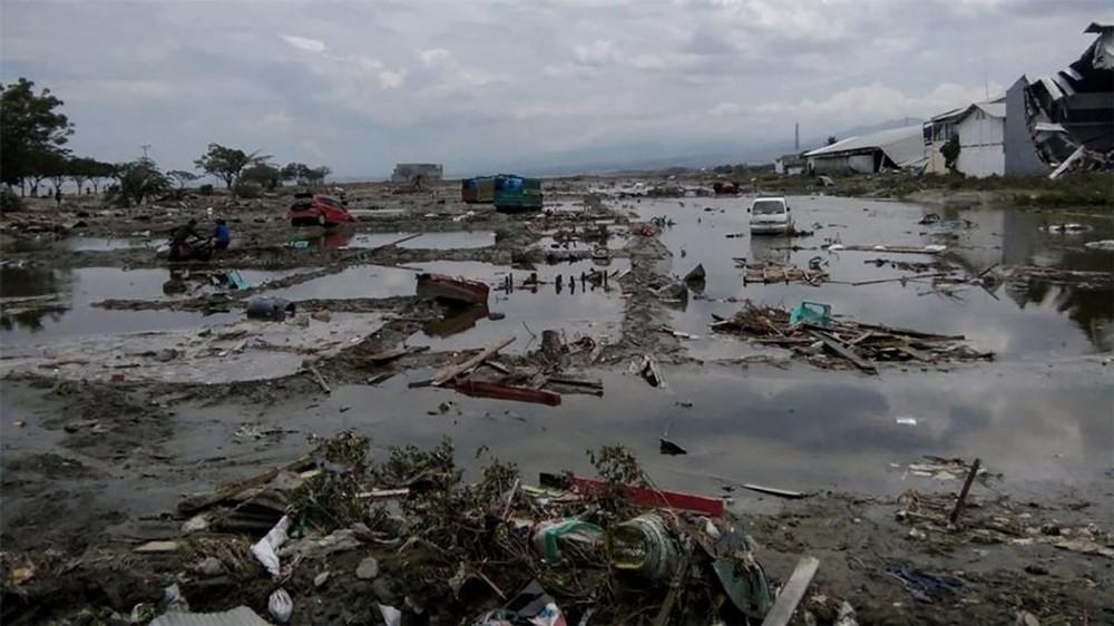 مهرجان تحول مأساة في إندونيسيا.. تسونامي يجرف 400