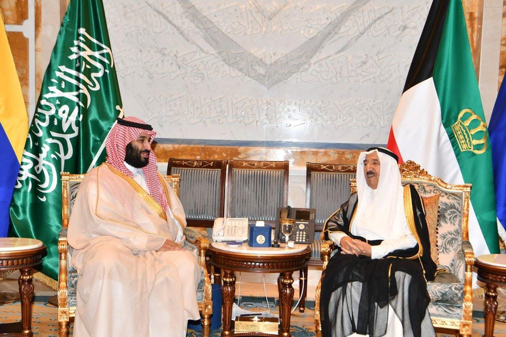 ولي العهد السعودي يؤكد على تعزيز العلاقات مع الكويت