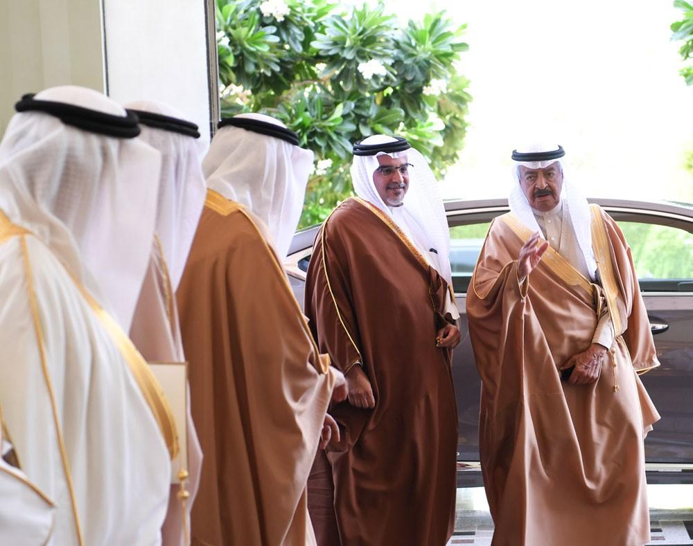 رئيس الوزراء وولي العهد يؤكدان على أهمية الزيارات بين المسؤولين في دول مجلس التعاون