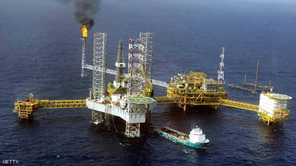 """عقوبات إيران ترفع """"رهان النفط"""" إلى 100 دولار"""