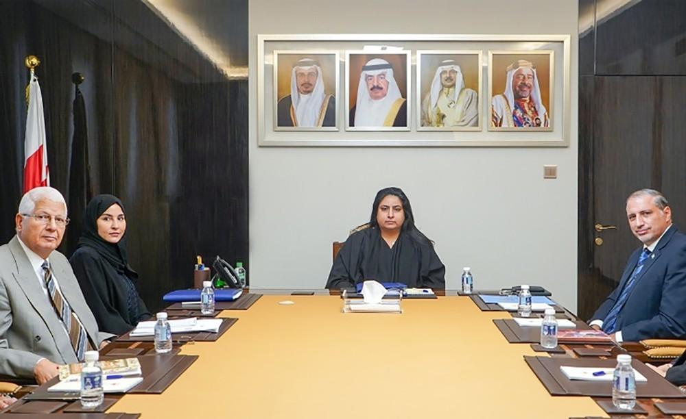 """""""وكيل الخارجية"""" تجتمع مع منسق الأمم المتحدة والممثل المقيم لبرنامجها الإنمائي بالبحرين"""