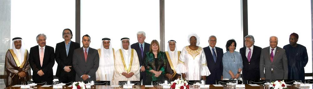 سمو الشيخ محمد بن مبارك يقيم مأدبة غداء للجنة تحكيم جائزة عيسى لخدمة الإنسانية
