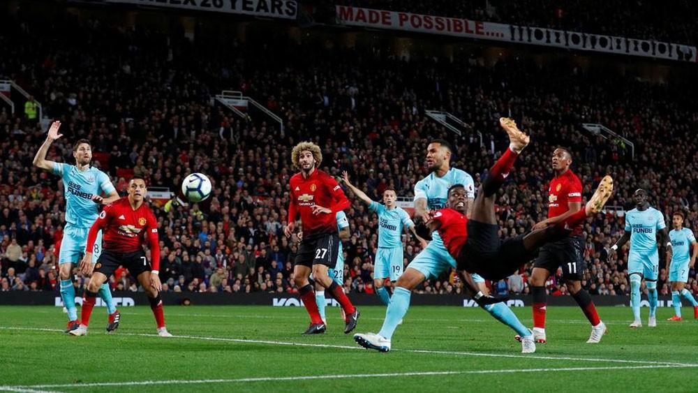 نجوم مانشستر يونايتد ينقذون مورينيو من الإقالة