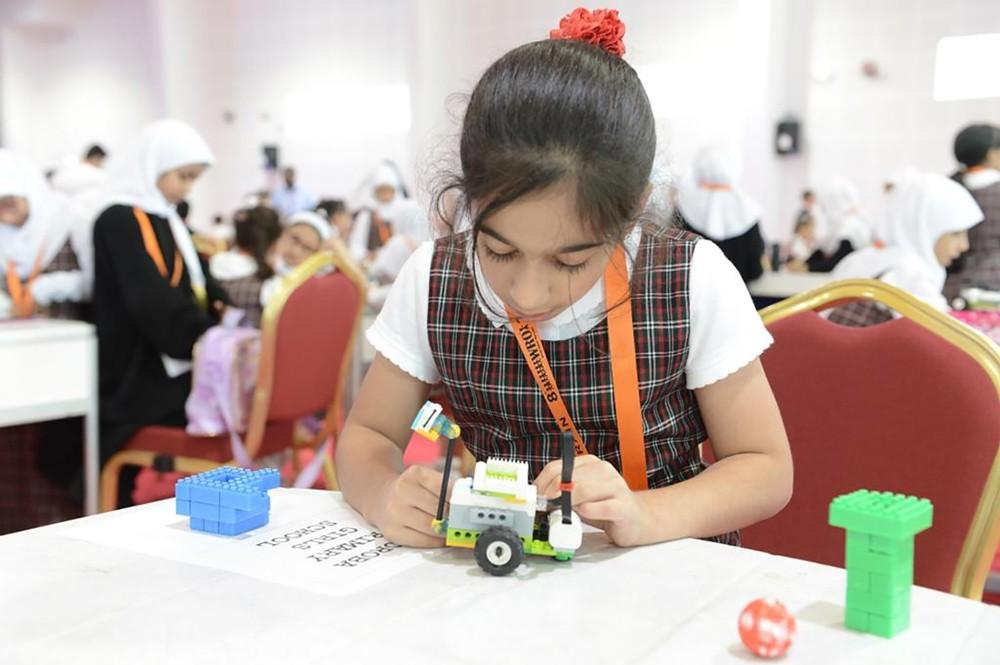 وزارة التربية ومدرسة أما تطلقان أولمبياد الروبوتات العالمي الثامن