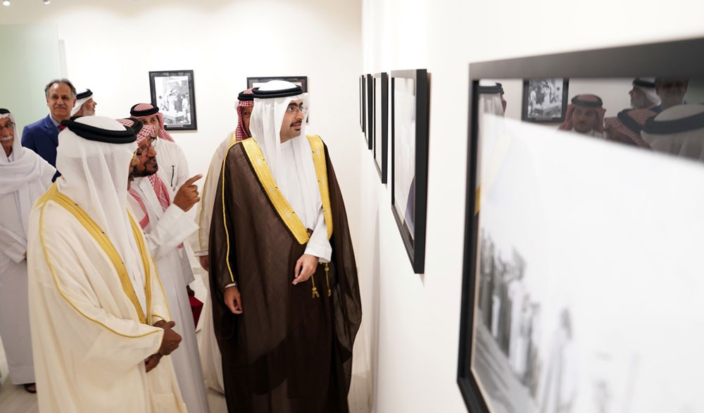 سمو الشيخ خليفة بن علي يوثق عطاءات معلمي الجنوبية ويؤكد تضحياتهم التربوية الراسخة في الأجيال