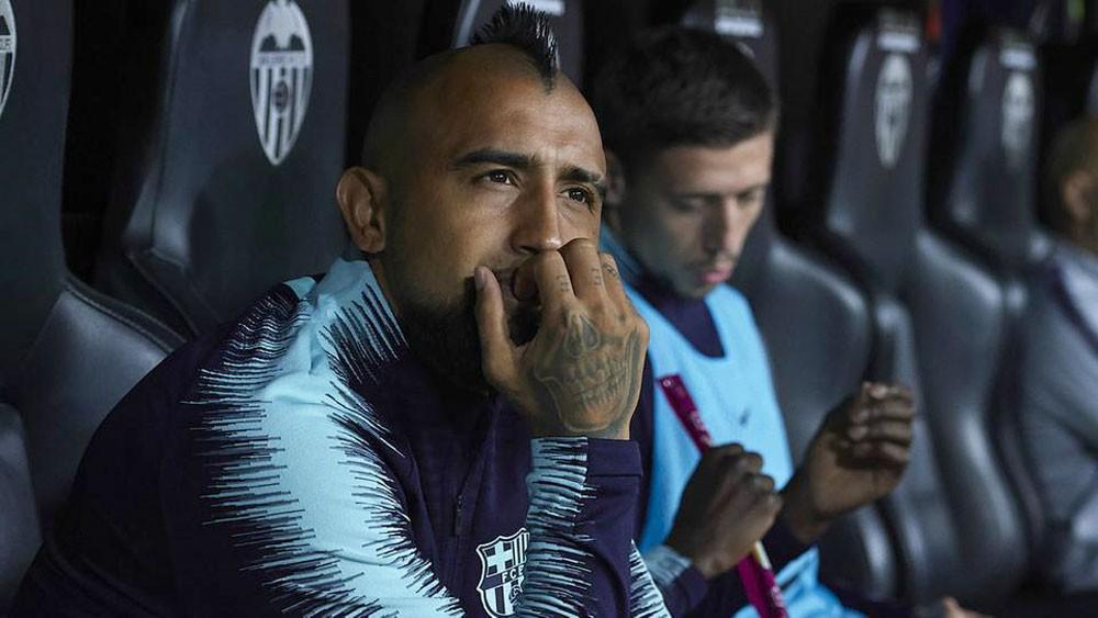 """فيدال """"ليس سعيداً"""" في برشلونة وينتقد فالفيردي"""