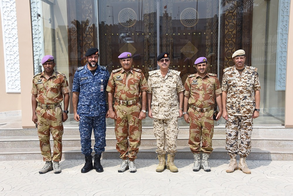 قائد قوة السلطان الخاصة بسلطنة عمان يزور المتحف العسكري