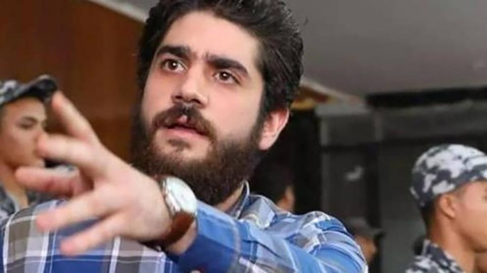 بعد ساعات على توقيفه.. الإفراج عن نجل محمد مرسي