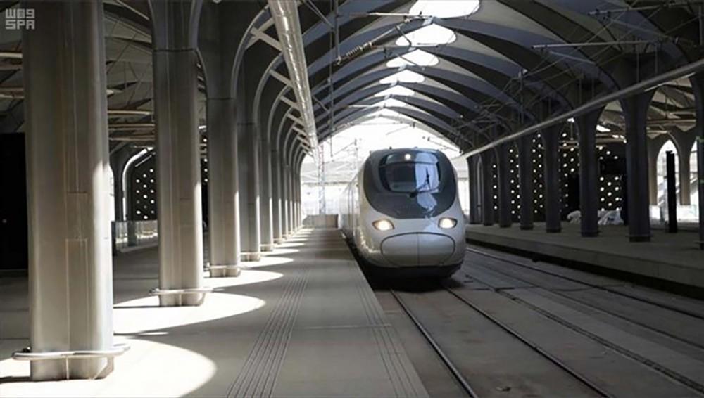 بدء الرحلات التجارية للقطار فائق السرعة بين مكة والمدينة المنورة