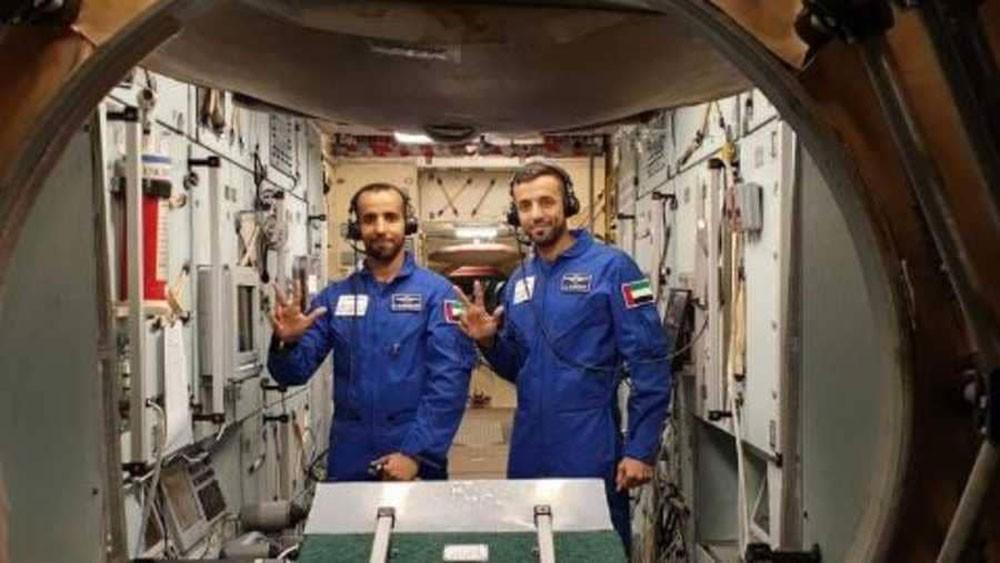 عربيان صعدا إلى الفضاء.. والثالث على الطريق
