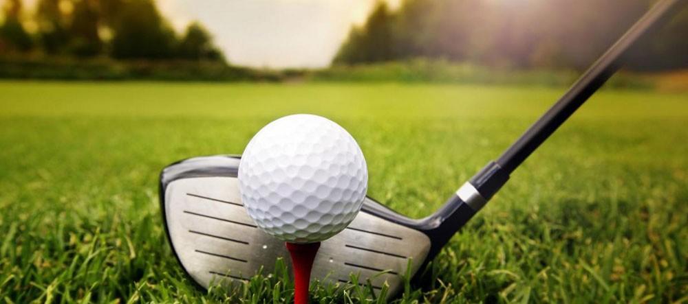 أكثر من 80 لاعبا يتنافسون في بطولة وزير الديوان الملكي للجولف