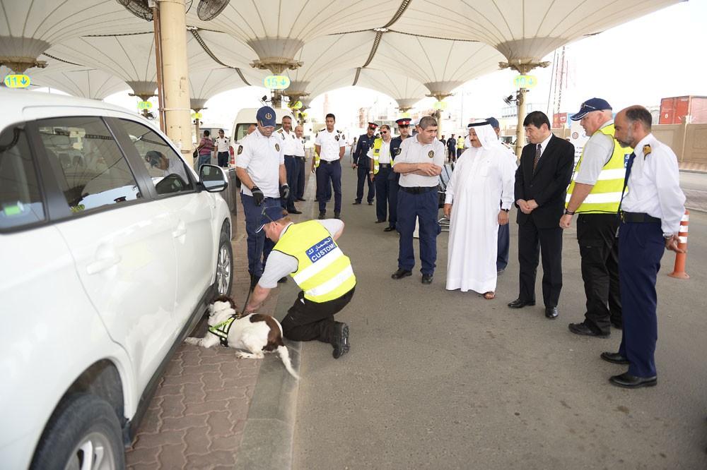 """""""الجمارك"""" : القبض على مسافر بحوزته 2 كيلو جرام من مادة الحشيش المخدرة"""