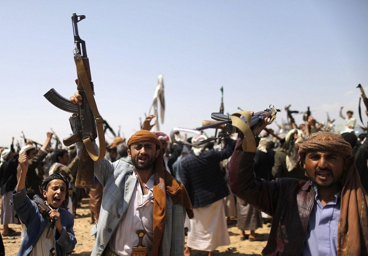 ميليشيات الحوثي تهجر 45 أسرة من قرية الكدمة بأرياف تعز