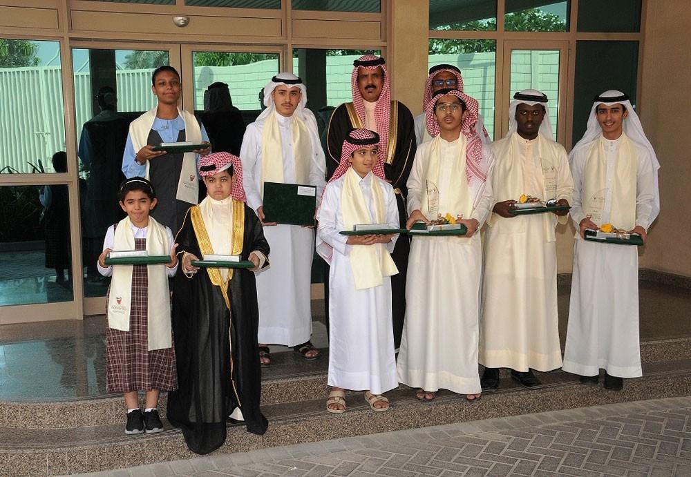 وزير التربية يكرّم عدداً من الطلبة المتميزين في حفظ القرآن الكريم