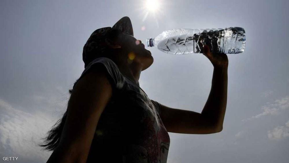 حيل ذكية تجعلك تشرب الكمية الكافية من الماء