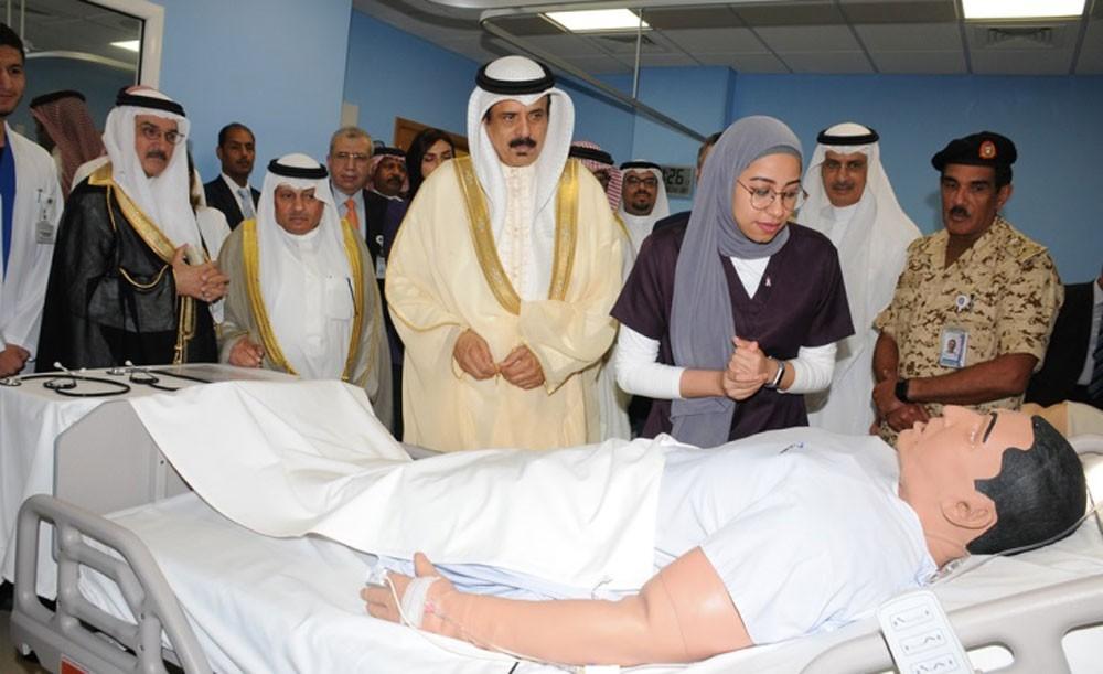 وزير التربية يفتتح مركز المحاكاة والمهارات الطبية بجامعة الخليج العربي