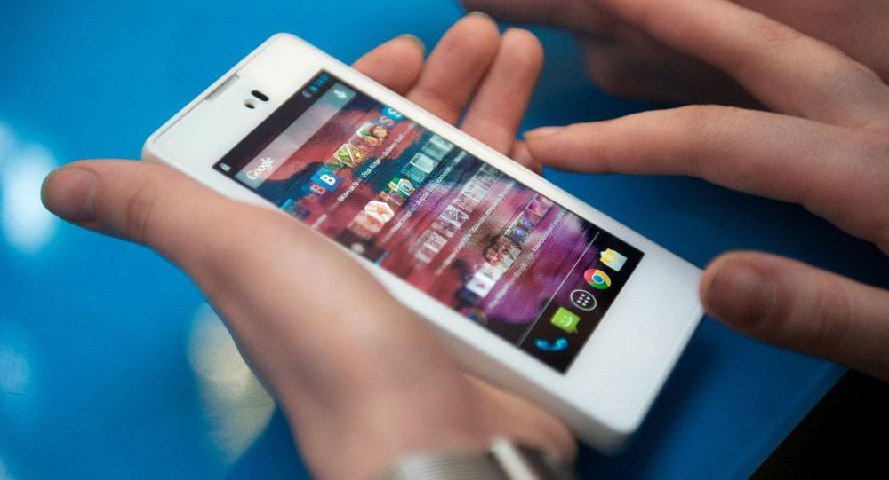 طلب شراء هاتف ذكي عبر الإنترنت فكانت الصدمة عند وصول الطرد