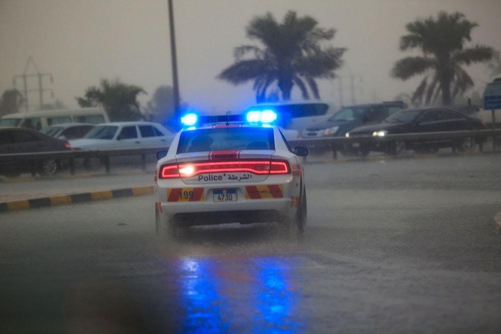 """بالصور : أمطار رعدية غزيرة على مناطق واسعة من البحرين، و انقطاع للتيار الكهربائي و """"الأنترنت"""""""